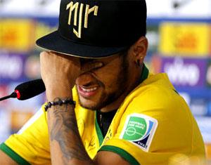 ブラジル ネイマール 脊髄骨折